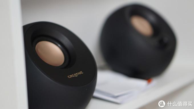 创新PEBBLEV3桌面蓝牙音箱,集颜值和实力于一身的音乐小精灵