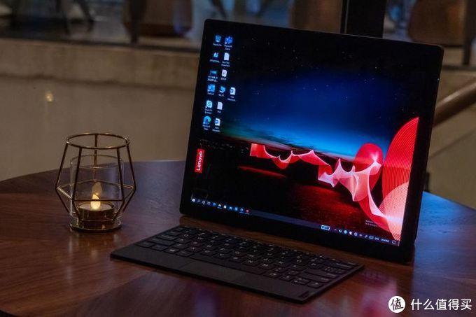 首款折叠屏笔记本电脑ThinkPad X1 Fold现场上手