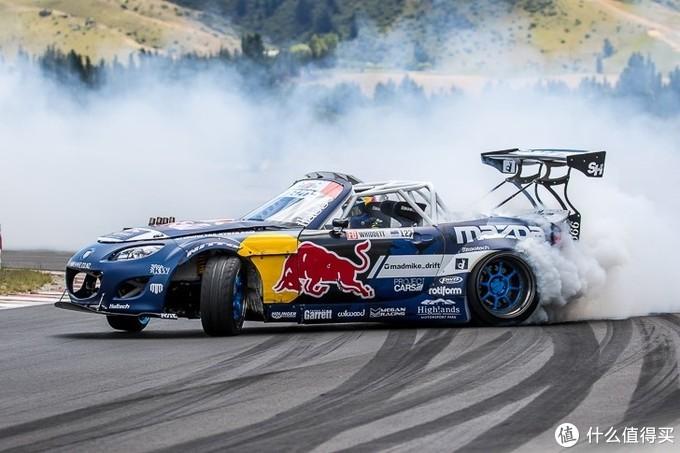为什么不同赛车的方向盘形状会不一样?