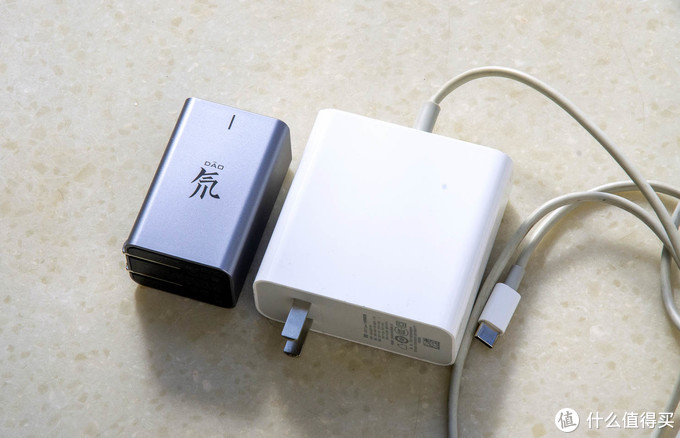 小而精,专则强:秀外慧中的努比亚65W三口超薄氮化镓充电器