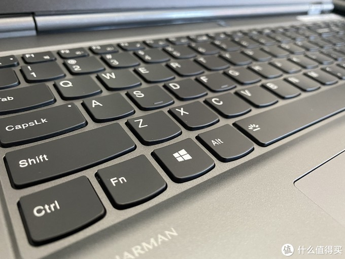 键盘手感实测还是不错的,空格键也没有软趴趴的感觉