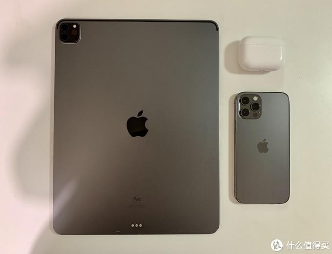 和iPad Pro 的深空灰相比,在光线下略微亮一点,没有那么磨砂质感
