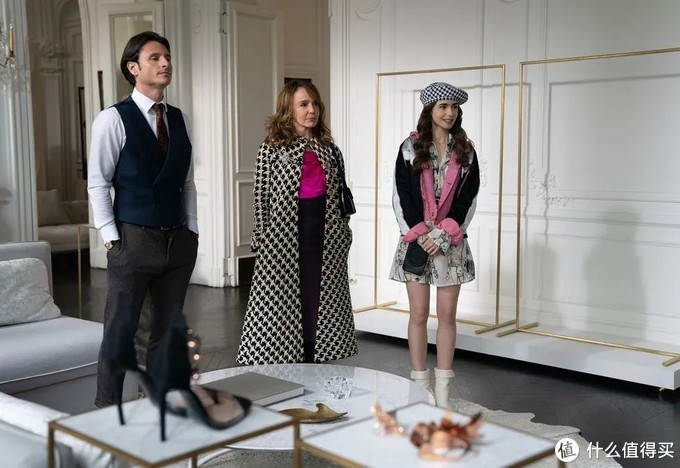 气质职场穿搭,看《艾米丽在巴黎》的女老板就对了!