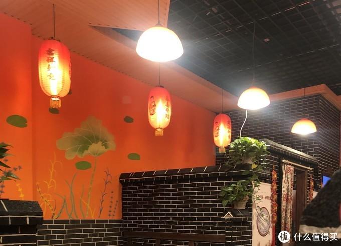 美食即相逢,围坐灶台旁,体验京城最地道的东北铁锅炖大鱼
