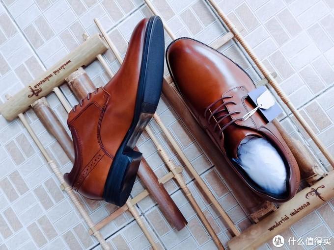 现在还在穿会臭脚的劣质皮鞋?扔了吧!你需要的是七面德比鞋