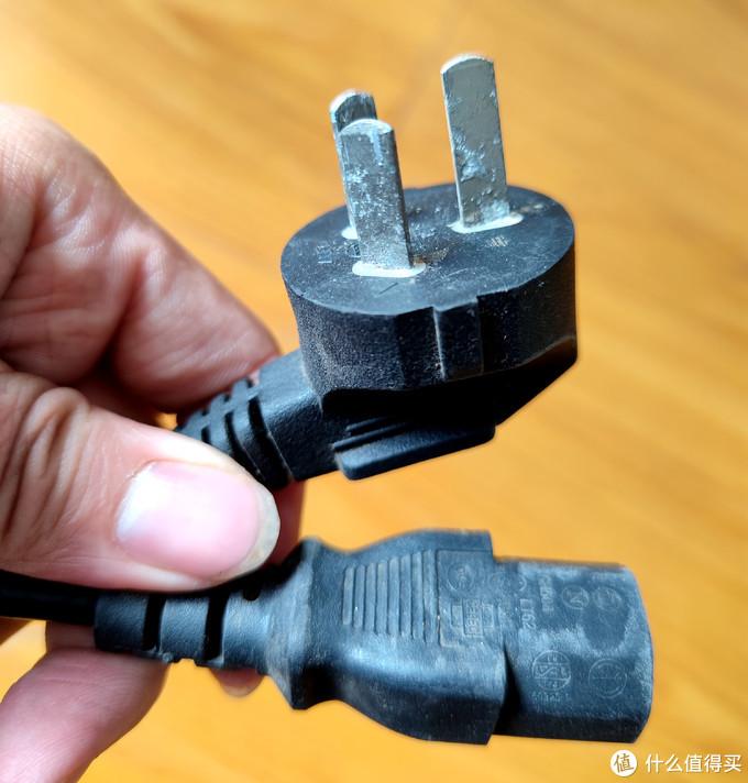 腐蚀生锈了的插头