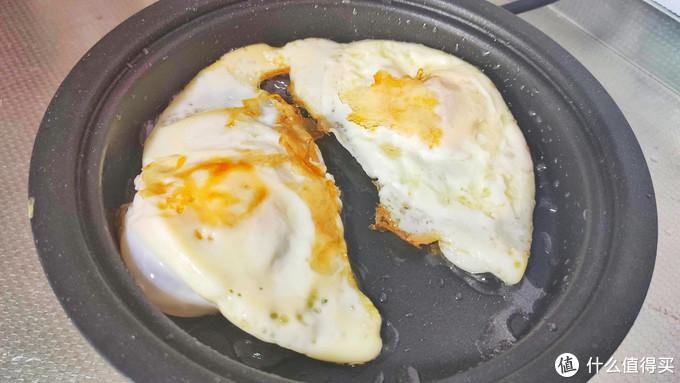 早餐一碗元气满满的荷包蛋焖面,热乎的真舒服,汤汁浓郁好吃过瘾