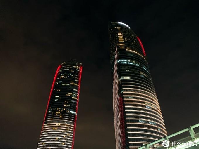 夜色中的世贸双子塔