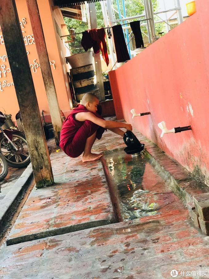 """缅甸最为名场面的一幕,""""千人僧饭"""",场面壮观令人震撼"""