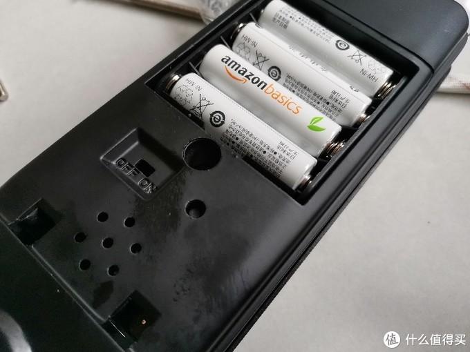 打开电池盖后的样子。