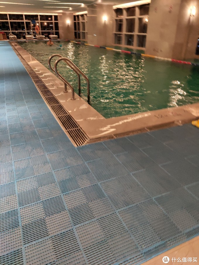 注意:泳池不是全天开放的,上午9:00~11:00,下午要到16:00~22