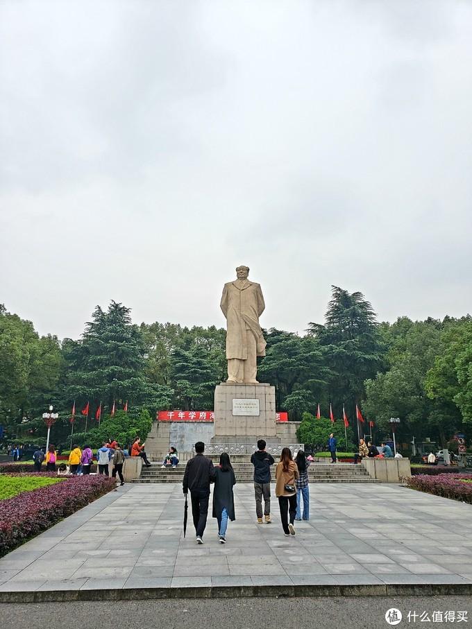 路过毛主席雕像