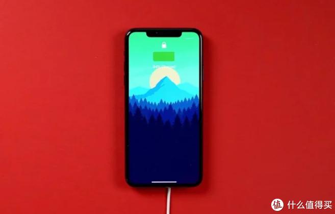 苹果MagSafe无线充电器问题多,在旧iPhone上充电很慢