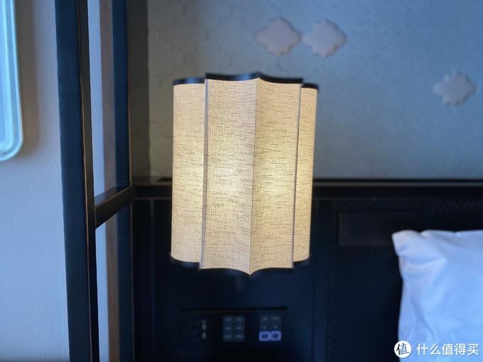 床头灯(左)