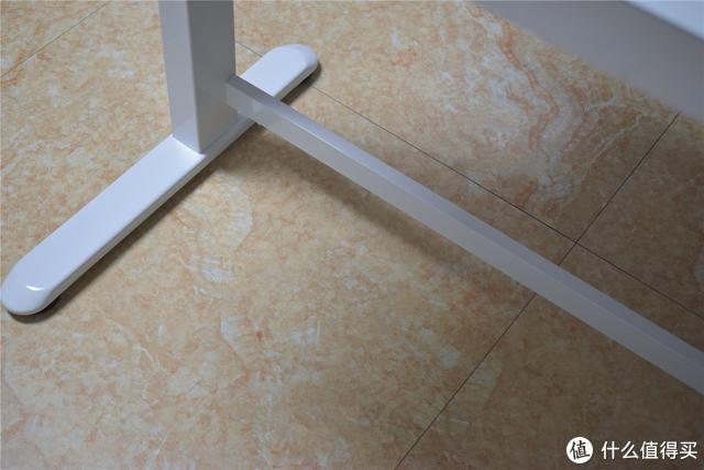 电动升降桌天花板是它?自研电机、 内置快充接口,乐歌E5评测