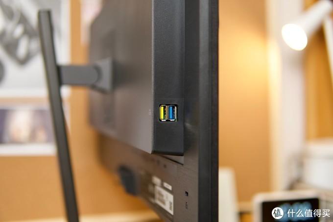 飞利浦256P1FR显示器一线直连MacBook Pro,带来更方便的使用体验