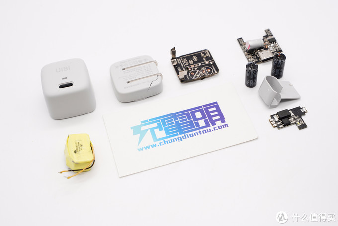 拆解报告:UIBI柚比18W USB PD快充充电器