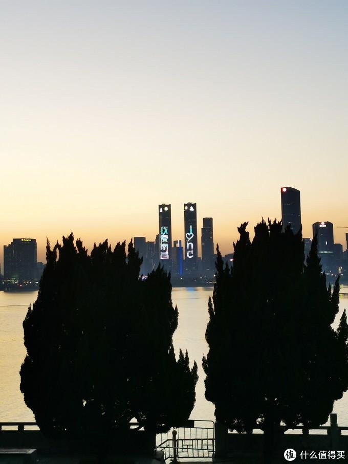 南昌的地标--南昌绿地303双子塔
