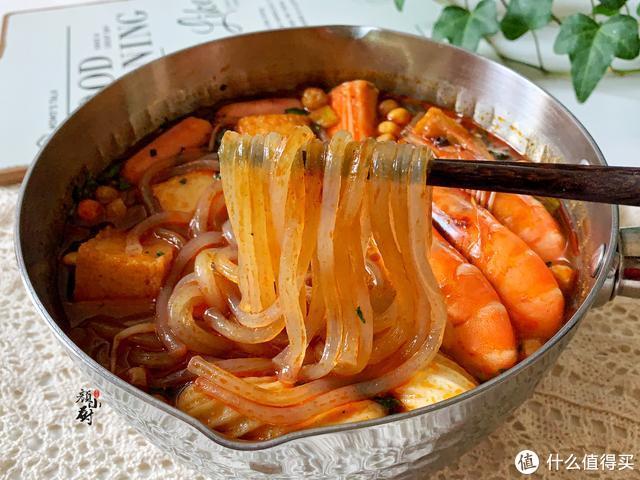 酸辣粉简单的做法,5分钟就搞定,酸辣过瘾,好吃的连汤都不剩