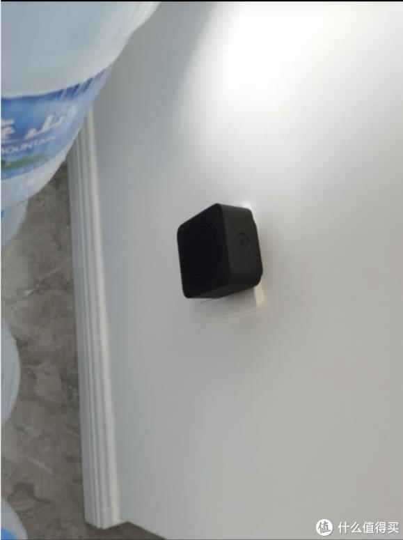 找个合适位置插上小音箱,长按配对,然后按设备上的门铃键测试声音