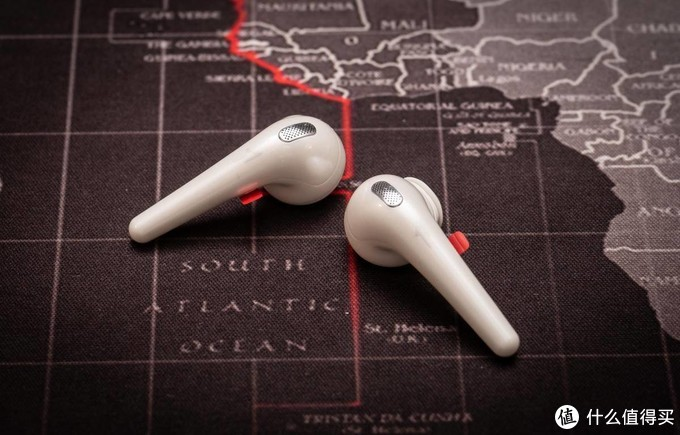 小巧而精致的1MORE万魔ComfoBuds舒适豆真无线蓝牙耳机