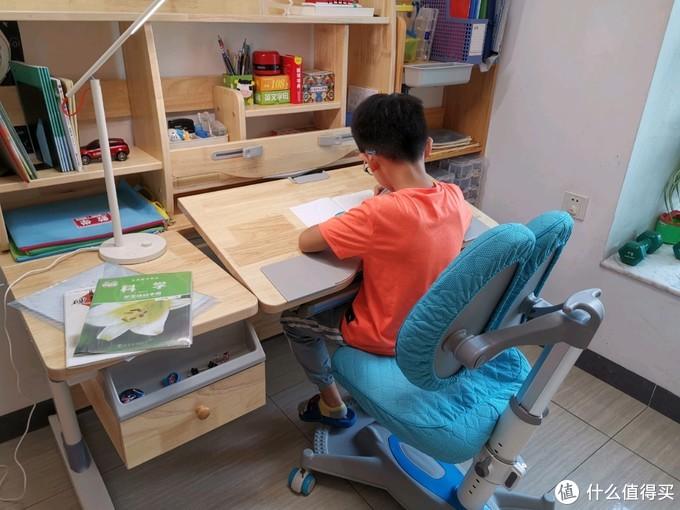 好的书桌既是天地,也是利器