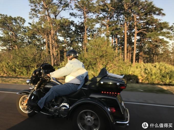 一路上各样的摩托车很有意思