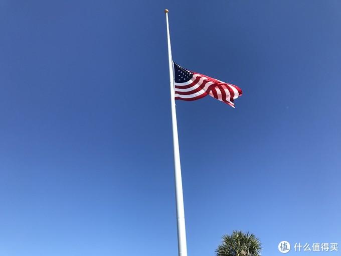 当时,降半旗是因为当时发生了佛罗里达学校枪击事件
