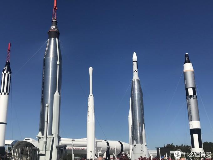 进来了,各种小火箭映入眼帘,抱歉不是航天米,火箭的名称叫不出来