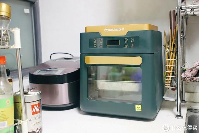 小小个,就比电饭锅大一圈,是复古绿+金色的漂亮配色