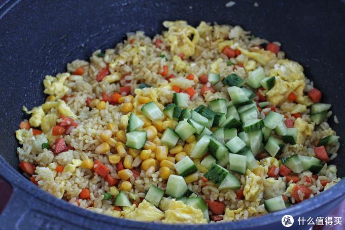 咖喱别煮了,炒米饭口感一绝,颗粒分明、色泽诱人,出锅满屋飘香
