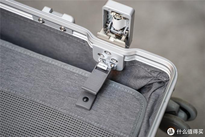 软萌女友和我的旅游出行首选,LEVEL8地平线8号铝镁合金行李箱