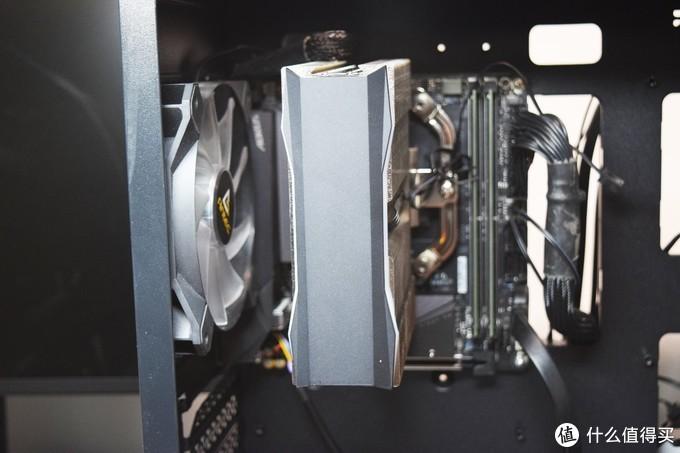 把万元硬件装进200元的机箱?带显卡支架的九州风神魔方110磁吸电脑机箱