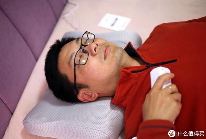 睡着觉就把颈椎给矫正了,这个枕头我替你们躺了一下