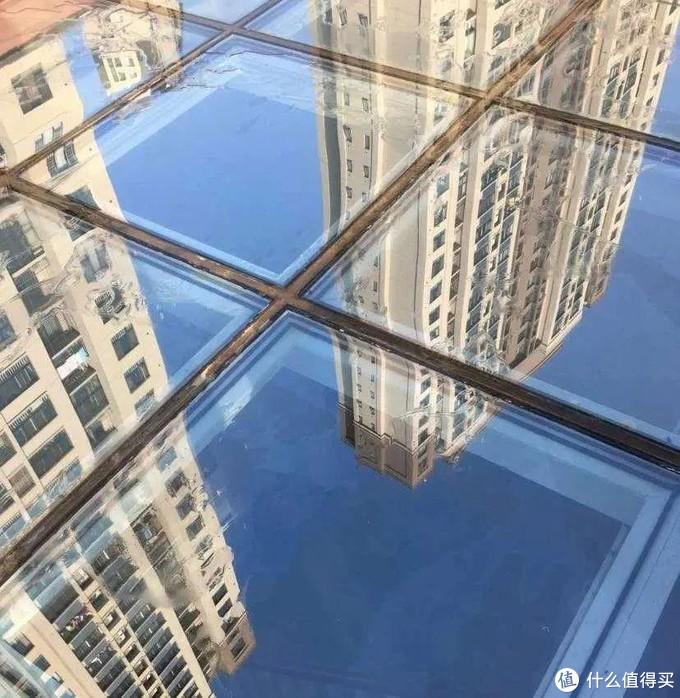 △ 阳光房顶面由玻璃和密封胶覆盖