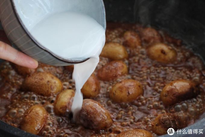 小土豆这样做从小到大也吃不够,酱香浓郁又入味,一口一个真过瘾