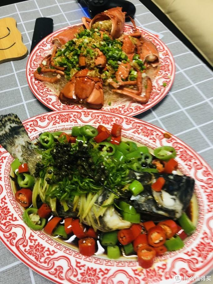 蒜蓉蒸龙虾粉丝和青红藤椒珍珠斑(我居然把这张拍糊了……)