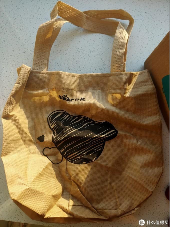 包装内附带的环保袋,如果能换成便当呆感觉更好,这个真实又薄又小真没什么大用处。