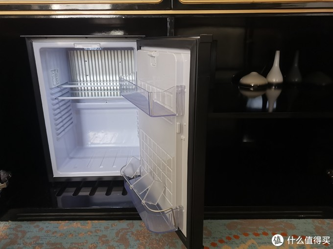 MINI吧的冰箱是空的
