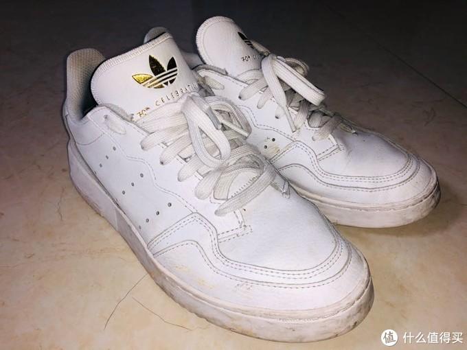 双十一阿迪值得入手的超值单品——休闲百搭的白鞋清单,库存充足便宜好抢~
