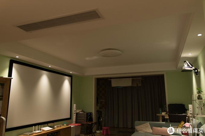 ↑换6个智能射灯至少要300多,普通的射灯10多块钱一个,价格差距还是比较大的