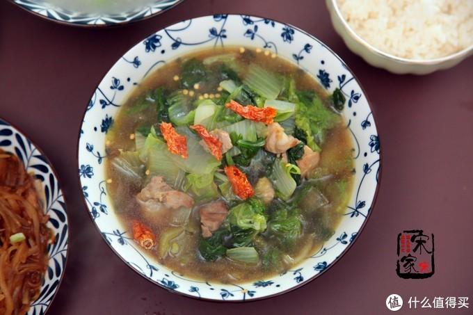 晚餐我做了2菜1汤,表哥一直说好吃,我却希望他少说两句