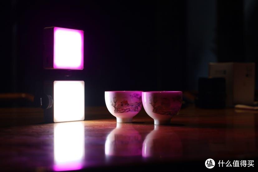 如何用摄影补光灯拍出赛博朋克风照片