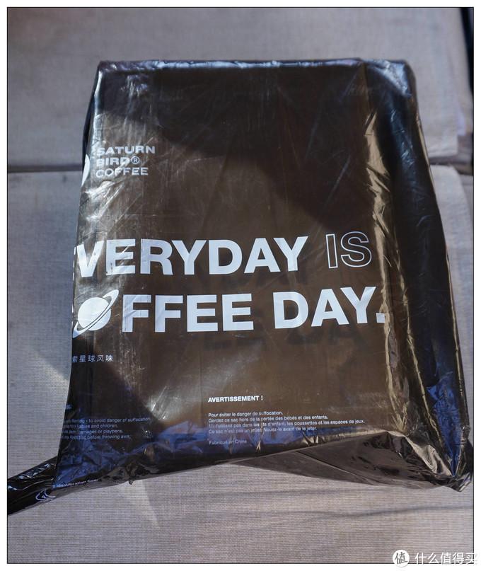 外包装是三顿半的,就一个塑料袋