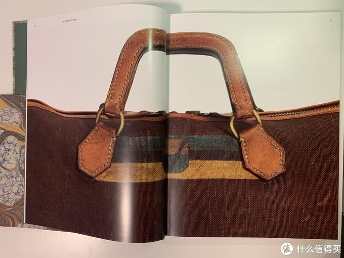 书内部的画册,放大了LV手袋的细节
