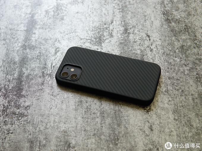 iPhone 12套上手机壳