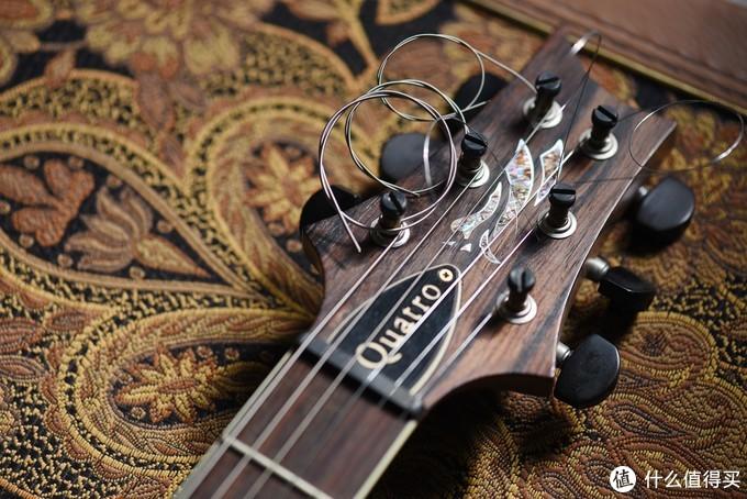 PRS ME的琴头是特殊款,一个同样鲍鱼镶嵌的Eagle老鹰形象,琴头Cocobolo黄檀贴面。以及带有弦锁的调弦钮,旋钮为玫瑰木材质。