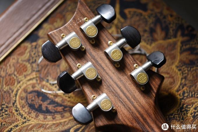 PRS ME琴颈为一整根Cocobolo黄檀木材质,纹理清晰。