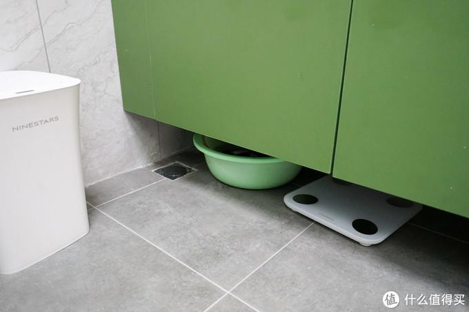 墙排、悬空式镜柜以及干区地漏让清洁变得轻松