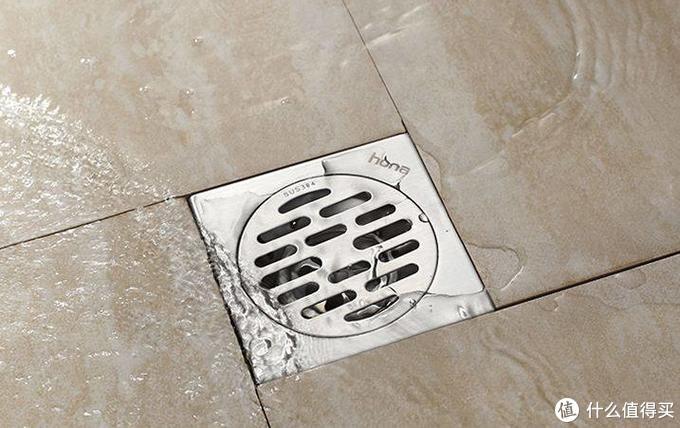卫生间的地漏应该像这两个图这样设计,让地漏处于最低点